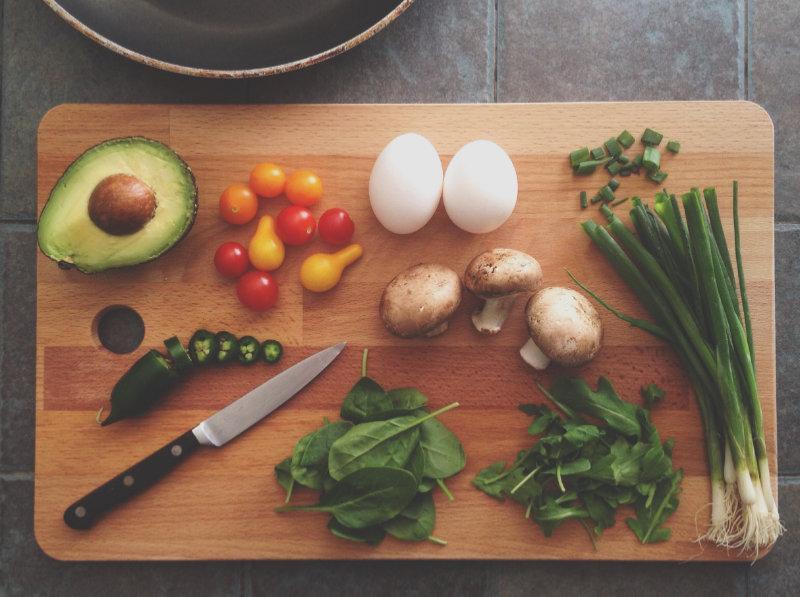 Skärbräda-kniv-grönsaker